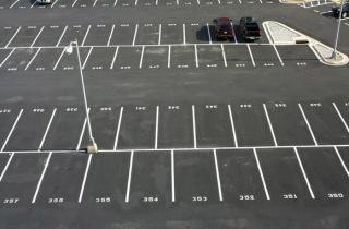 üres parkoló