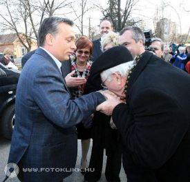 orbán kézcsók