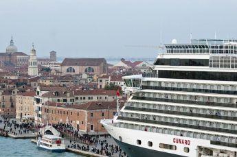 Velence hajóval